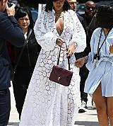 Rihanna_Louis_Vuitton_Paris_June_16_2017_0009.jpg