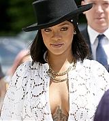 Rihanna_Louis_Vuitton_Paris_June_16_2017_0017.jpg