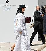 Rihanna_Louis_Vuitton_Paris_June_16_2017_0059.jpg