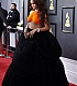Rihanna_2017_Grammys_Carpet_0015.jpg