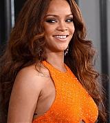 Rihanna_2017_Grammys_Carpet_0047.jpg