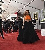 Rihanna_2017_Grammys_Carpet_0060.jpg