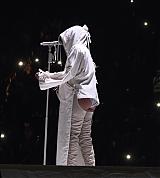 Rihanna_AWT_Los_Angeles_May_3_2016_023.jpg