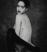 Rihanna_Vinyl_Scans_004_copy.jpg
