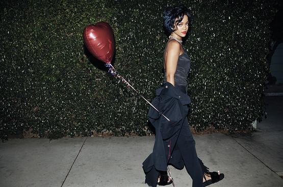 Rihanna-NME-7